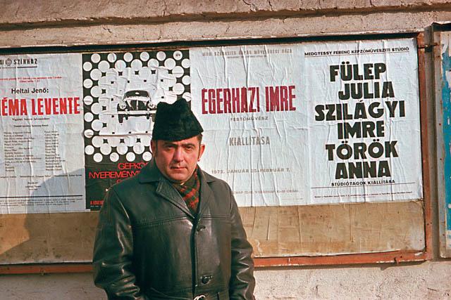 MOM plakát elôtt, 1972