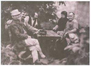 Égerházi Imre a Hajdúsági Nemzetközi Művésztelep néhány tagjával